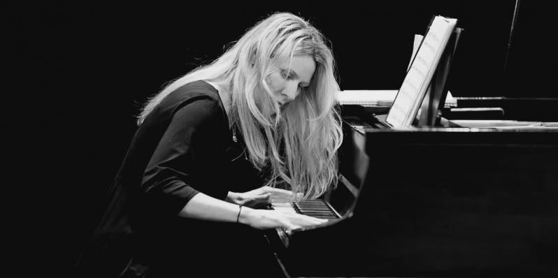 Photo of Dana Reason playing piano by Daniel Sheehan EyeShotJazz.com
